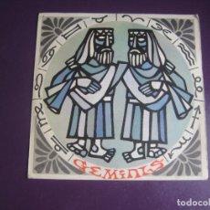 Discos de vinilo: HOROSCOPO GEMINIS - SG SONOPLAY 1967 - NARRADO NARCISO IBAÑEZ MENTA + NELA CONJIU - POCO USO. Lote 289545638
