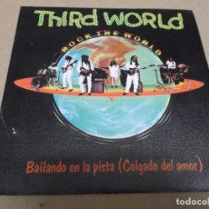 Discos de vinilo: THIRD WORLD (SINGLE) DANCING ON THE FLOOR (HOOKED ON LOVE) AÑO – 1981. Lote 289764288