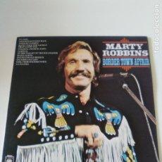 Discos de vinilo: MARTY ROBBINS BORDER TOWN AFFAIR ( 1977 CBS UK ) LEVE ROTURA CONTRAPORTADA VER FOTO. Lote 289859883