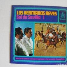 Discos de vinilo: LOS HERMANOS REYES. SOL DE SEVILLA I. AÑOS 60.. Lote 292356688