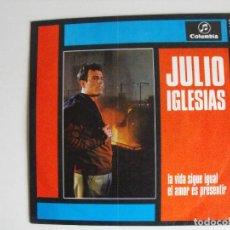 Discos de vinilo: JULIIO IGLESIAS. LA VIDA SIGUE IGUAL. AÑOS 60.. Lote 292509563