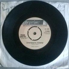 Discos de vinilo: FRANK SINATRA. EV'RYBODY'S TWISTIN/ NOTHING BUT THE BEST. REPRISE, UK 1962 SINGLE. Lote 293672518