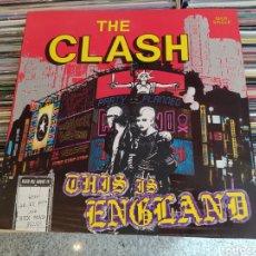 Discos de vinilo: THE CLASH–THIS IS ENGLAND. MAXI VINILO EDICIÓN ORIGINAL DE 1985. PERFECTO ESTADO. Lote 293749288