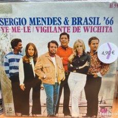 "Discos de vinilo: SÉRGIO MENDES & BRASIL '66 - WICHITA LINEMAN (7"", SINGLE, MONO). Lote 293818593"