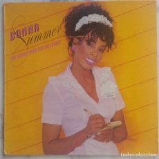 Discos de vinilo: DONNA SUMMER. SHE WORKS HARD FOR THE MONEY. LP ESPAÑA CON FUNDA INTERIOR LETRAS. Lote 294042263