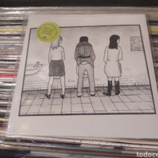 Discos de vinilo: GIRLS AT OUR BEST–GETTING NOWHERE FAST . SINGLE + POSTER + POSTCARDS. NUEVO.. Lote 294447653