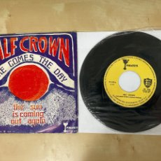 """Discos de vinilo: HALF CROWN - HERE COMES THE DAY / THE SUN IS COMING OUT AGAIN - SINGLE 7"""" SPAIN 1971. Lote 294488873"""