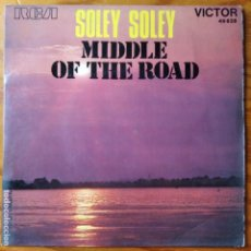 Discos de vinilo: MIDDLE OF THE ROAD - SOLEY SOLEY/ TO REMIND ME - SINGLE 1971 FRANCIA. Lote 294855988