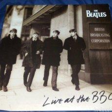 Discos de vinilo: THE BEATLES. LIVE AT BBC. DOBLE VINILO AÑO 1994 ORIGINAL. CARPETA ABIERTA CON ENCARTES. Lote 294939748