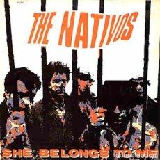 """Discos de vinilo: THE NATIVOS SHE BELONGS TO ME (7"""") . REEDICIÓN VINILO GARAGE THE MOCKERS. Lote 295283203"""