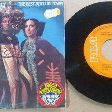 Discos de vinilo: THE RITCHIE FAMILY / THE BEST DISCO IN TOWN / SINGLE 7 PULGADAS. Lote 295396453