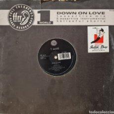 Discos de vinilo: MAXI - 1 WORLD - DOWN ON LOVE - UK 1990. Lote 295402668