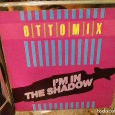 Discos de vinilo: CAJJ151 MAXI SINGLE HOUSE DISCOTECA OTTOMIX I AM IN THE SHADOW ESTADO CORRECTO. Lote 295731993