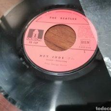 Discos de vinilo: DISCO 7 PULGADAS SINGLE FRANCES THE BEATLES HEY JUDE NO HAY TAPA. Lote 295794858