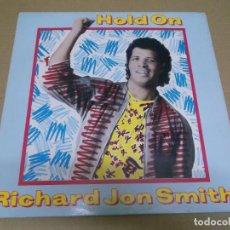Discos de vinilo: RICHARD JON SMITH (MAXI) HOLD ON (2 TRACKS) AÑO – 1985. Lote 296051773