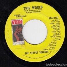 Discos de vinilo: THE STAPLE SINGERS - THIS WORLD / ARE YOU SURE - SINGLE DE VINILO EDITADO EN U.S.A. #. Lote 296697573