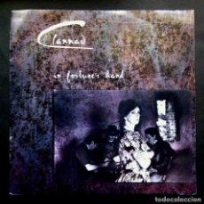 Discos de vinilo: CLANNAD - IN FORTUNE'S HAND / DOBHAR - SINGLE 1990 - RCA. Lote 297058213