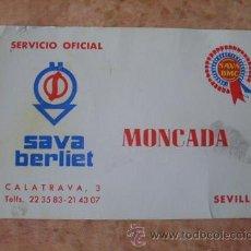 Documentos antiguos: TARJETA COMERCIAL EMPRESA MONCADA,SERVICIO OFICIAL SAVA BERLIET,SEVILLA,AÑOS 60. Lote 29669714