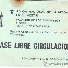 Documentos antiguos: ENTRADA AL 17 SALON NACIONAL DE LA MODA - PASE LIBRE CIRCULACION BARCELONA 1977. Lote 30839382