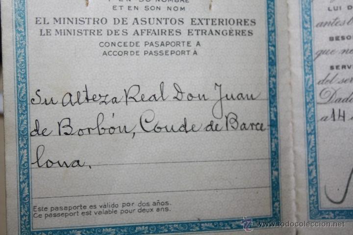 PASAPORTE DE SU ALTEZA REAL EL CONDE DE BARCELONA FIRMADO ESCRITO Y FOTO DE EL (Coleccionismo - Documentos - Otros documentos)