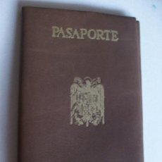 Documentos antiguos: FUNDA PARA EL PASAPORTE FRANQUISTA . PIEL O POLIPIEL (?). NUEVO SIN USO . EPOCA DE FRANCO .... Lote 195303407