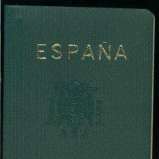 Documentos antiguos: PASAPORTE CON AGUILA IMPERIAL DE FRANCO, UNA SEÑORA SELLADO 1972. Lote 41764462
