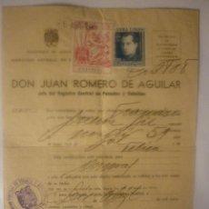 Documentos antiguos: CERTIFICADO PERMISOS DE ARMAS. 1945. SELLOS FISCALES Y EN SECO. EL DE LA FOTO. Lote 44429303