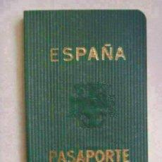 Documentos antiguos: PASAPORTE DE ESPAÑA . EPOCA FRANQUISTA CON AGUILA DE SAN JUAN. DE UNA SEÑORA. Lote 49491005