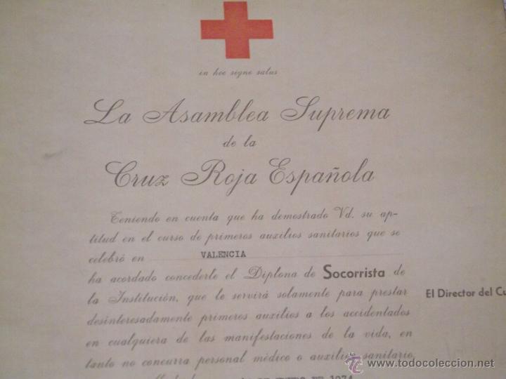 Documentos antiguos: DIPLOMA DE SOCORRISTA DE LA CRUZ ROJA 1974 - Foto 2 - 51667283