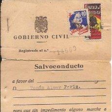 Documentos antiguos: SALVOCONDUCTO / GOBIERNO CIVIL / BARCELONA 1939 / SELLOS AUXILIO SOCIAL Y SUBSIDIO COMBATIENTE. Lote 52029974