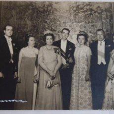 Documentos antiguos: FOTOGRAFIA DE D.JUAN Y MARÍA DE LAS MERCEDES CON LA FAMILIA.FIRMADA.. Lote 56551958