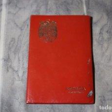 Documentos antiguos: CARTERA FUNDA PASAPORTE. ESCUDO ESPAÑA (ÉPOCA DE FRANCO). PIEL ROJA. AÑOS 1970. Lote 67064046