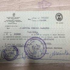 Documentos antiguos: FALANGE. SECCION FEMENINA. SERVICIO SOCIAL. CARNET DE APROBADO.. Lote 72040837