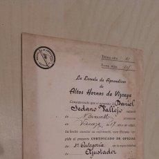 Documentos antiguos: TÍTULO OTORGADO EN LA ESCUELA DE APRENDICES DE ALTOS HORNOS DE VIZCAYA (1948).. Lote 90532885