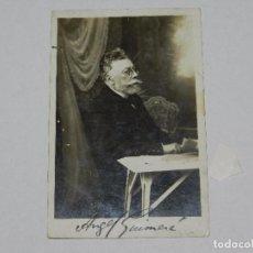 Documentos antiguos: (M) AUTOGRAFO ORIGINAL DE ANGEL GUIMARA , 14 X 9 CM, SEÑALES DE USO. Lote 95306831