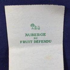Documentos antiguos: MENU FRANCIA PARIS AUBERGE DU FRUIT DEFENDU MITAD S XX 29X19,5CMS. Lote 100400639