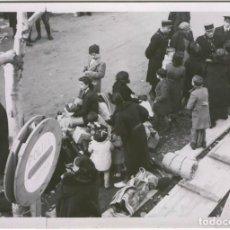 Documentos antiguos: FOTO PRENSA SAFARA GUERRA CIVIL REFUGIADOS EN LA FRONTERA . Lote 103339207