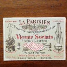 Documentos antiguos: TARJETA DE VISITA - LA PARISIEN DE VICENTE SOCIATS - FAROLES Y ADORNOS PARA CARRUAJES 1891 BARCELONA. Lote 114705150