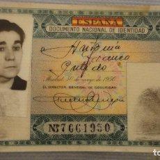 Documentos antiguos: ANTIGUO DNI.DOCUMENTO NACIONAL IDENTIDAD.BARCELONA.2ª CLASE.VERDE.1952. Lote 118136199