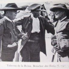 Documentos antiguos: TALAVERA DE LA REINA TOLEDO HOMBRES EN LA FERIA LAMINA AÑOS 20. Lote 124089263