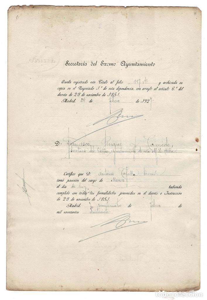 Documentos antiguos: Madrid 1927 Ayuntamiento de Madrid. Nombramiento de Macero. Sello fiscal 10 Ptas. - Foto 2 - 132841570