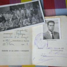 Documentos antiguos: CARNET IDENTIDAD ESCOLAR UNIVERSIDAD DE MADRID FACULTAD POLÍTICAS Y ECONÓMICAS 1954 Y FOTO ALUMNOS. Lote 139939898