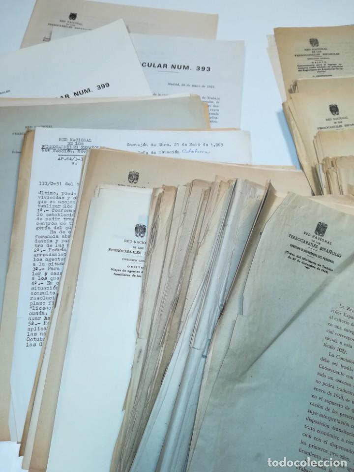 Documentos antiguos: Lote de circulares Renfe desde 1945 a 1974 - Foto 4 - 152062654