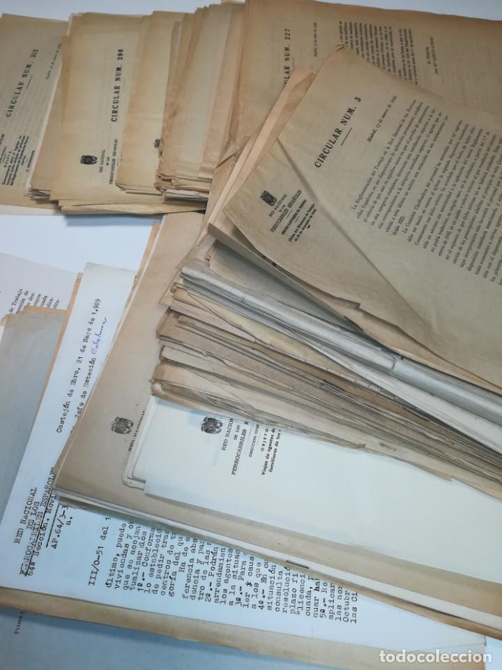 Documentos antiguos: Lote de circulares Renfe desde 1945 a 1974 - Foto 5 - 152062654