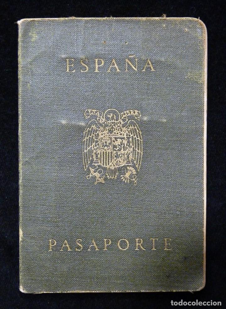 Documentos antiguos: PASAPORTE MATRIMONIO, EXPEDIDO EN SAN SEBASTIAN, 1950. CONSULADO CARACAS. TITULO CHOFER + PAPELES - Foto 2 - 152431038