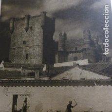 Documentos antiguos: GUADAMUR TOLEDO CASTILLO Y REBAÑO DE CABRAS ANTIGUA LAMINA HUECOGRABADO AÑOS 40. Lote 293370858