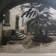 Documentos antiguos: PALMA DE MALLORCA UN PATIO ANTIGUO HUECOGRABADO AÑOS 30. Lote 155599054