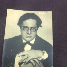 Documentos antiguos: FIRMA MANUSCRITA DE ANDRÉS SEGOVIA 1927. FOTO POSTAL.. Lote 163086766