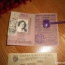 Documentos antiguos: TARGETA DE IDENTIDAD POSTAL CORREOS DE ESPAÑA 1951Y CEDULA PERSONAL CON SELLOS AÑOS 30. Lote 166162742