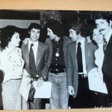 Documentos antiguos: FOTO ANTIGUA DE FAMOSOS, KARINA, DANI DANIEL, ETC.. Lote 167601476